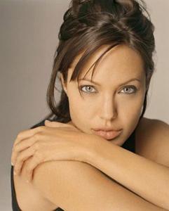 Bibir seksi Angelina Jolie