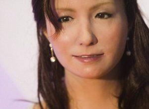 Gambar robot wanita Germiniod F Tersenyum