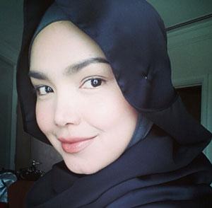 Gambar Bersahaja Siti Nurhaliza
