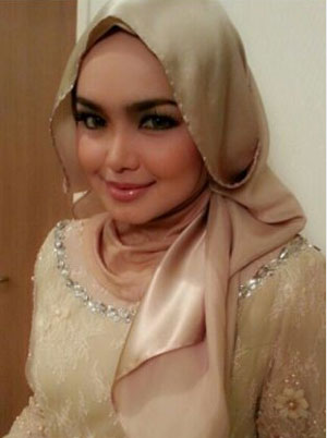 Gambar Siti Nurhaliza Memakai  Tudung Litup