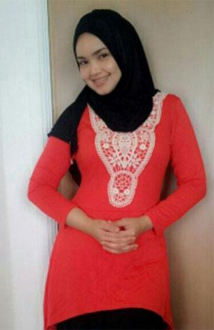 Siti Nurhaliza Memakai Tudung Penuh