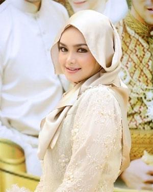 Datuk Siti Nurhaliza memakai hijab