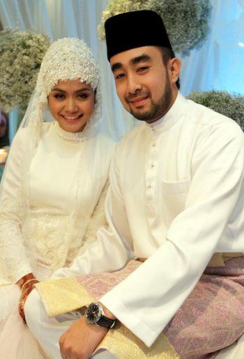 Gambar Kahwin & Nikah Liyana Jasmay bersama suami Fathuddin