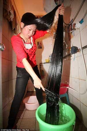 Cara wanita cuci rambut panjang