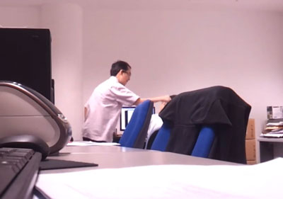 Gambar Bos Buli Pekerja di Singapura
