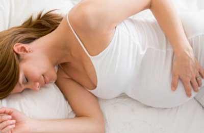 Cara Tidur yang betul ketika Hamil adalah Mengiring