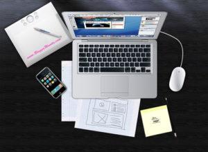 Gambar Meja, Laptop, Telefon, Pen, Kertas